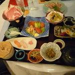 レストハウス - 会席御膳、少しずつ種類も豊富で美味しい。