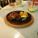 レストハウス - 黒豚ハンバーグ、肉の味わいが深い。