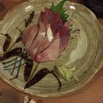 ちょっとだけ琉球と和酒場 くるる - ハマチの刺身