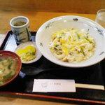 季禅房 - 親子丼 740円