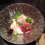 33582428 - 天然鮮魚お造り3種(マグロ・タイ・ブリ)