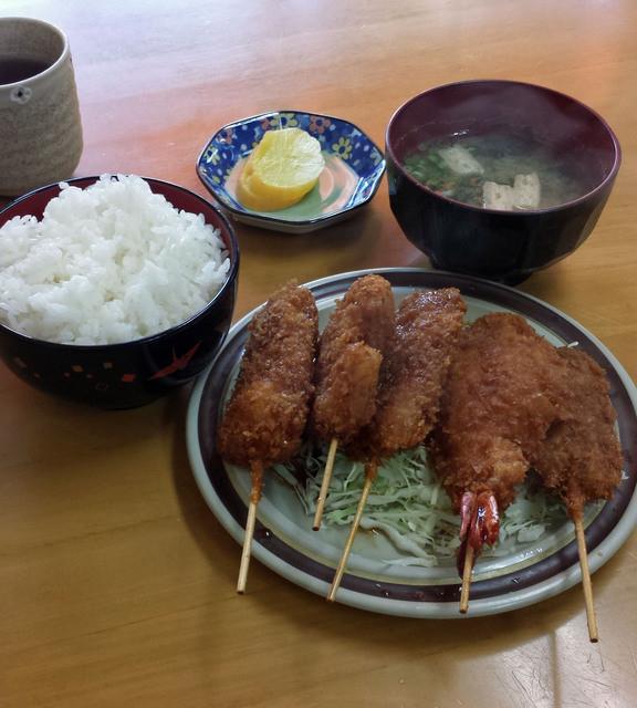本田串かつ店 - 串かつ定食800円、ご飯のおかずになる串カツです。