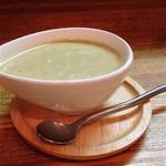 キッチンひとさら - ブロッコリーと玉ねぎのスープ