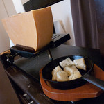 円山別邸 - お待ちかねのラクレットが登場です。