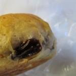 サンタおじさんの石窯パン工房 - 干しぶどうを練りこんだ生地を丸く焼き上げたぶどうパン、朝食にいただきました。