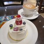 Urth Caffé - 苺サンタのショートケーキ&カフェ・ラテ