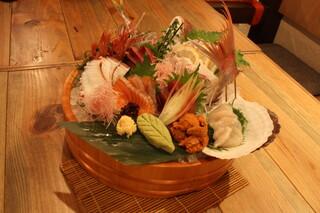漁十八番 - ボリューム自慢!日替わりお刺身盛り(*^_^*)