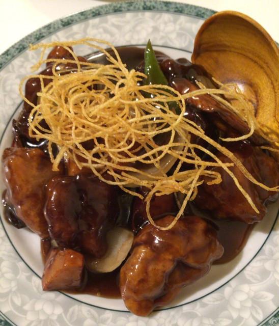 ゆるり 中華食堂 癒食同源 - 豚肉と根菜の黒酢酢豚 680円。