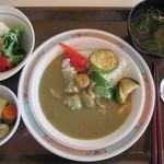港区役所 レストランポート - Aランチ シーフードグリーンカレー¥690