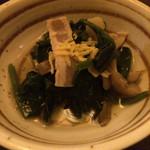 33593656 - 鍋コースの前菜。ほうれん草とベーコンのおひたし。