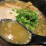 銀JIRO。 - とんこつラーのスープ 粘度ありあり~♪