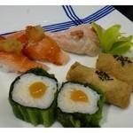 33597887 - 二皿目のにぎり・・生穴子・カジキマグロ・山芋高菜巻・南関揚げを使用したいなり。