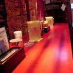 沖縄食堂 ちゃんぷる亭 - 店内はカウンターのみです
