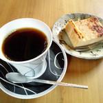 珈琲カムイ - 料理写真:カムイブレンドとチーズケーキのセット600円(税込)
