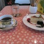 グッドウッドカフェ - チーズケーキとハンドドリップコーヒー