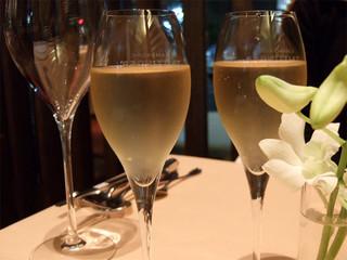 シェ フルール 横濱 - ディナー、グラス シャンパン テタンジェ