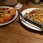 ふじバル - バジルのピザとミートスパ