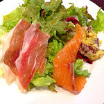 Kagurazaka Italian - 週末ランチ(1,450円:税込)のたっぷりサラダと前菜盛合せ。さつまいものポテトサラダが甘さ控えめで思いの外◎。