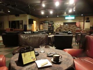 SOHO - ゆったりソファ席で珈琲タイム。珈琲・Mサイズ350円+スイーツ200円(税込み)