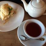 ココネカフェ - アップルクランブルと紅茶