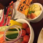 33620827 - 野菜スティック、サングリアに入れる果物。