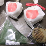 33622254 - 購入した和菓子たち(みたらし団子以外)