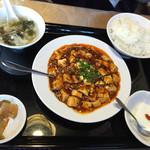孔府家宴 - 2014年12月。麻婆豆腐セット820円。ごはんとスープはお替り無料です。