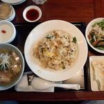 西安餃子 - 五目炒飯+ジンジャーチキンフォー1,280円、羽根付きひとくち餃子100円