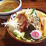 33624750 - 野菜盛り中820円+100円チャーシュー (2014-12)