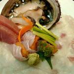 魚とや - お造り/鮑、鮪、カワハギ薄づくり(肝醤油付き)、ウニ(アイナメ巻き)
