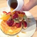 33629324 - 季節のフルーツパンケーキ