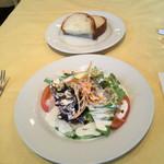 33630450 - サラダとパン