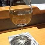 33630580 - 最初は白ワインで。