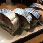立ち寿司 まぐろ一徹 - 鯖棒寿司ハーフ 680円