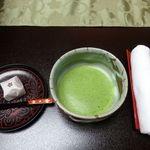33633852 - お部屋で抹茶と山田屋まんじゅうをサービスされました。