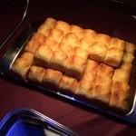 33634580 - 追いコン二次会★                       このパン、ふわふわでバターの香りがほわほわ♡