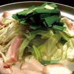 赤坂串物屋 - <絶品>和牛もつ鍋 1人前780円  プリプリの和牛もつを使用!