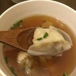 33640053 - 柔らかい鶏がらスープに5つのワンタン様周りはツルン♡