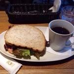 SMOKERS HEAVEN CAFE & BAR - ハムと有機レタスサンド&ホットコーヒー(モーニングセット)
