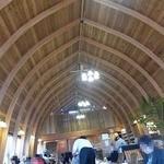とむとむ - 高い天井の建物はすべて木造