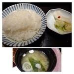 33641309 - ご飯は「白米」か「黒米」から選べ、無料でお代わり可能です。                       お味噌汁も「ワカメ」「ご汁」から選べ、これも無料でお代わり可能。