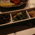 森の湯 - 糧物 ひょう干し旨煮、みずの柚子味噌和え、けび、舞茸、豚肉炒め煮