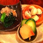 33641973 - 小鉢3種。青菜のお浸し、焼き銀杏、山うに豆腐。