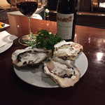 Lis - 岩牡蠣!赤ワインソースとクリーム