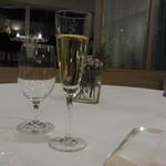 オトワ レストラン - 2014.12)飲み物はシャンパンでスタート