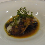 オトワ レストラン - 2014.12)フォアグラの奥は肉厚のシイタケ鹿沼産のサツキポークの詰め物
