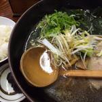 大五郎 - 正油ラーメン 750円+ライス150円。