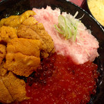 33645522 - 雲丹いくらネギトロ丼DX ¥1980                       味噌汁 ¥80