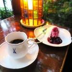 カフェ・ド・ラペ - ストロング、レアチーズケーキ