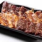 炭火焼肉 ぎゅうばか - 壺漬けにんにく醤油4種盛り合わせ580円(税抜)